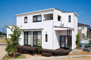 シンプルなキューブ型スタイルの家