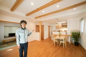 メンテナンスフリーの石葺き屋根 無添加素材で造る長期優良住宅