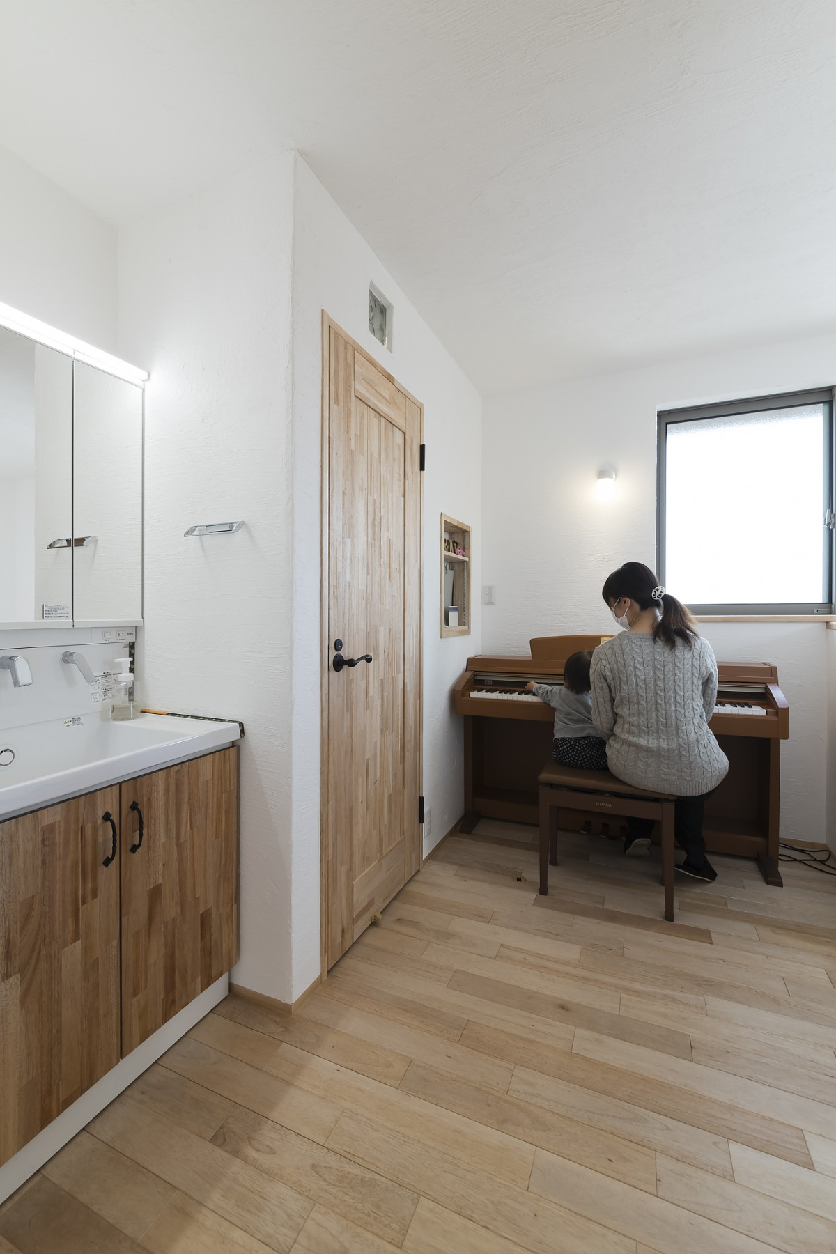 木の香と自然素材のやさしさに包まれ 心地いい時間とピアノホールのある家